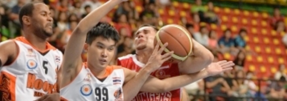 Morrison's 26 Points Lead Slingers Over Slammers