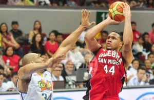 Lowhorn suited up for Barangay Ginebra San Miguel in the Philippine Basketball Association (PBA). Photo by Spin.ph